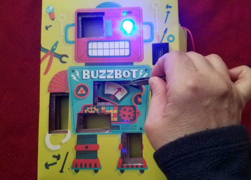 KlutzMaker Kit circuit Games Review from The Maker Mom